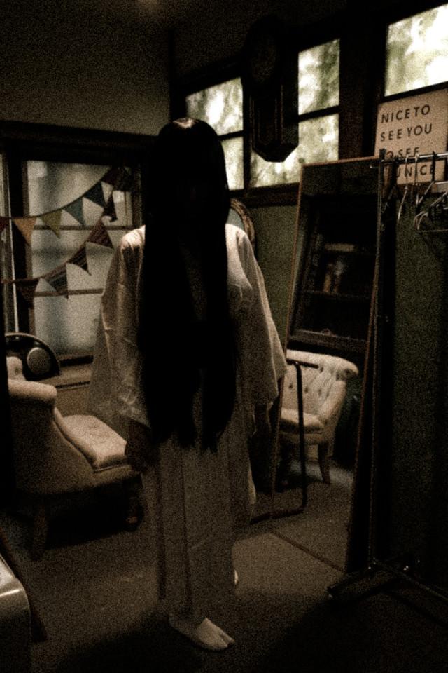 ハロウィン中にガチで和ホラーコスしてきた人の写真