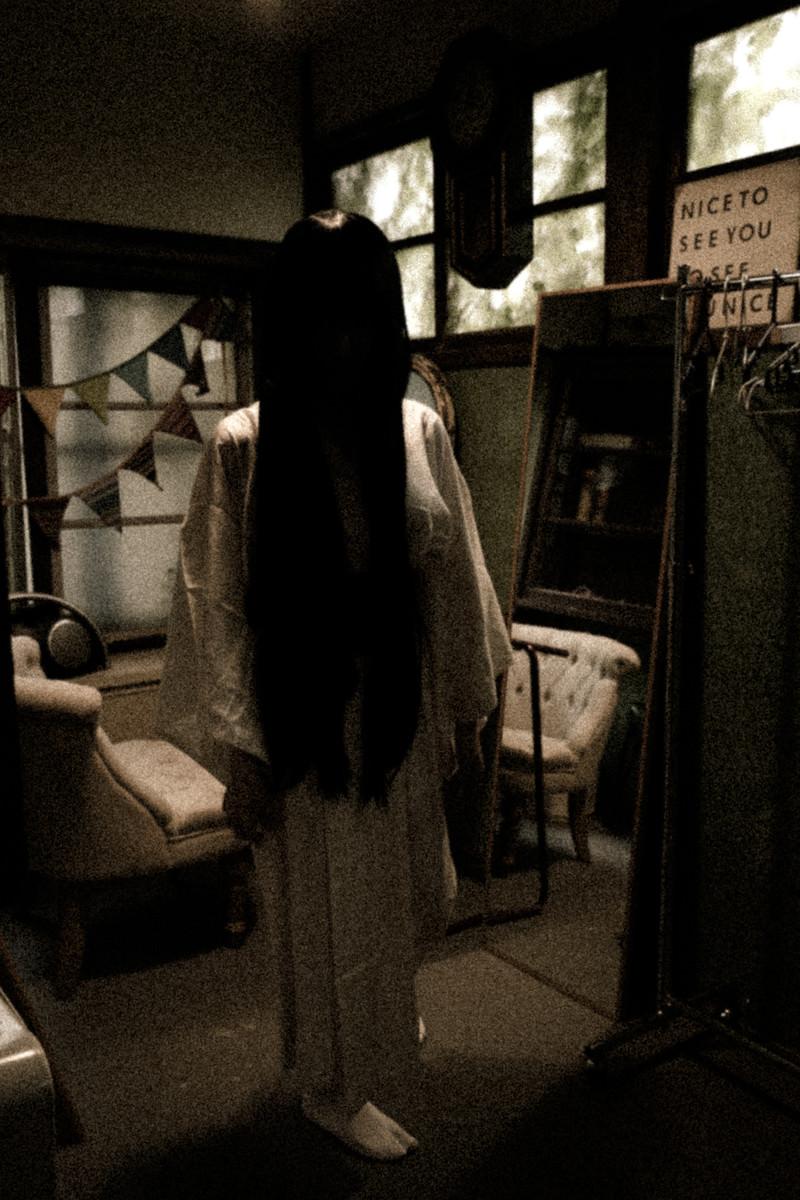 「ハロウィン中にガチで和ホラーコスしてきた人」の写真[モデル:緋真煉]