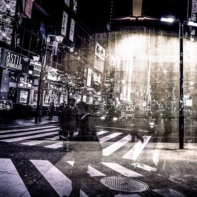 「街灯と雑踏」の写真素材