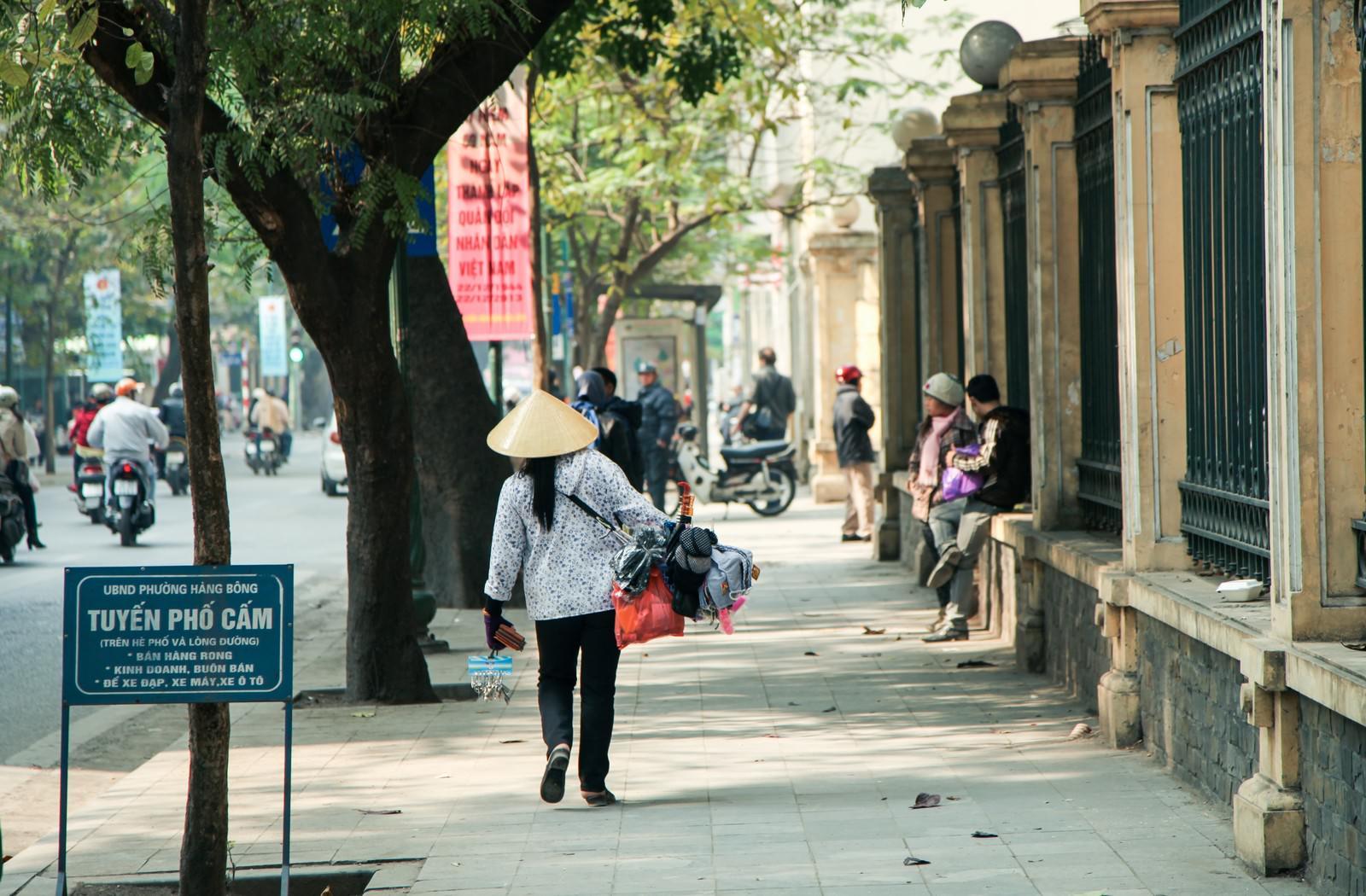 「ハノイ市街の売り子」の写真