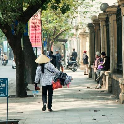 ハノイ市街の売り子の写真
