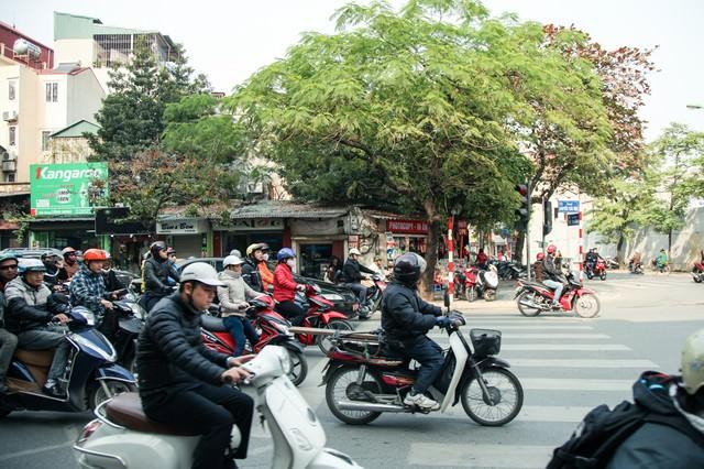 ハノイ市街のバイク風景の写真