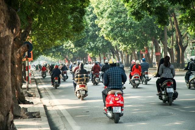 ベトナム市街のバイク事情の写真