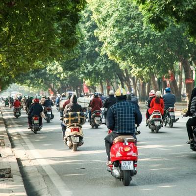 「ベトナム市街のバイク事情」の写真素材