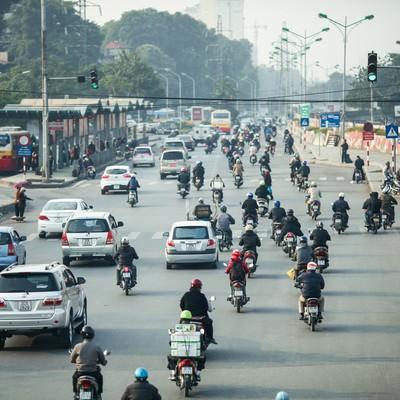 「ベトナムのバイク天国」の写真素材