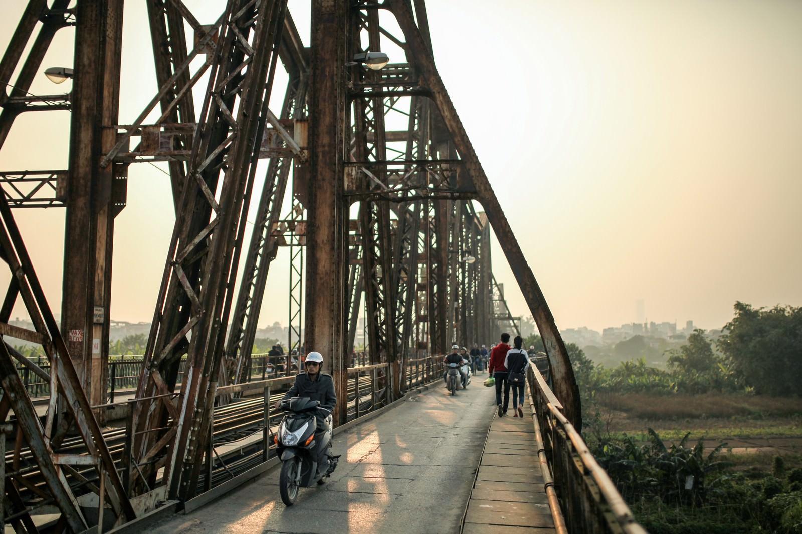 「ロンビエン橋の夕暮れ」の写真