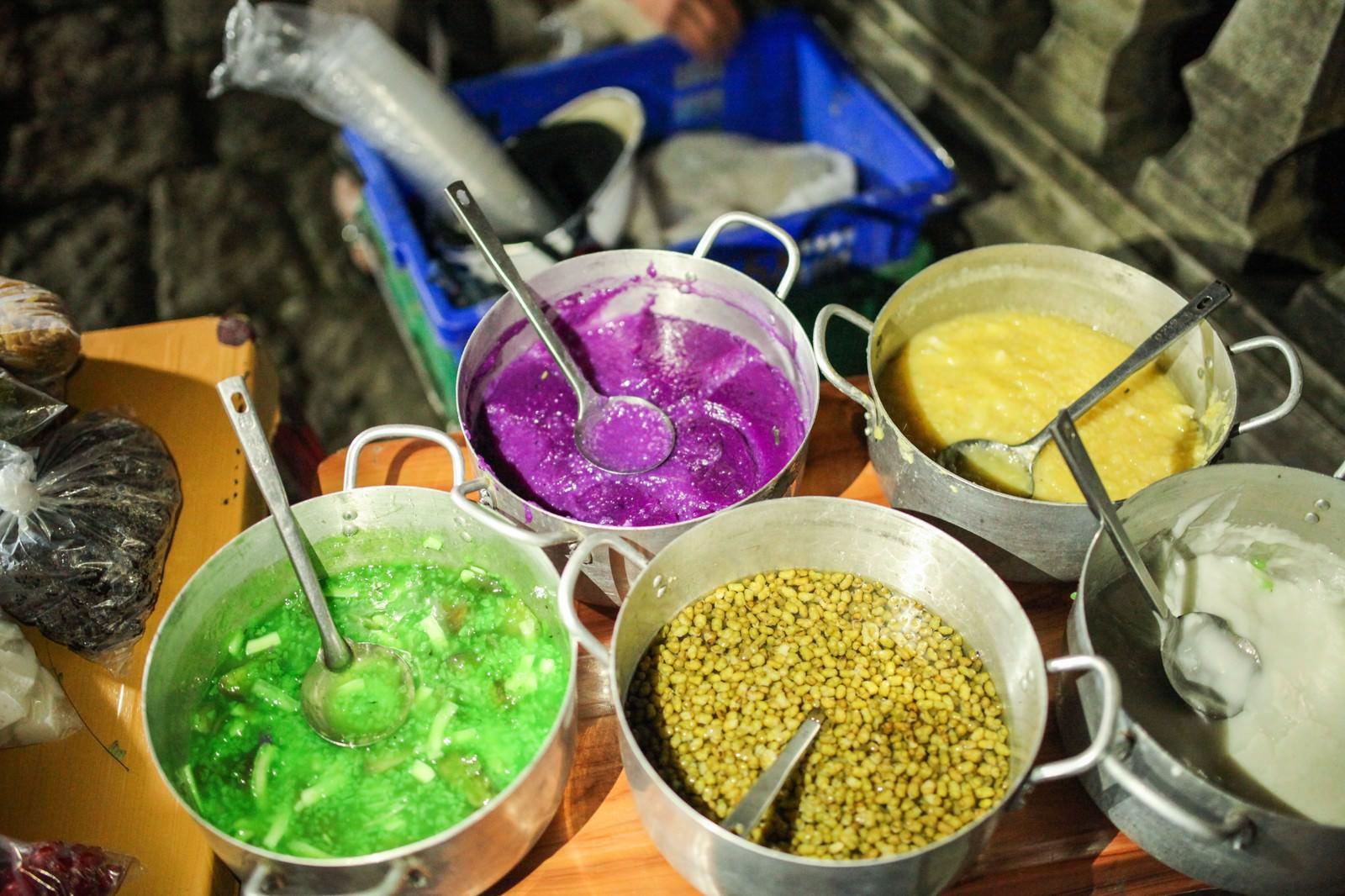 「ホーチミンのマーケットにあった色鮮やかな汁モノホーチミンのマーケットにあった色鮮やかな汁モノ」のフリー写真素材を拡大