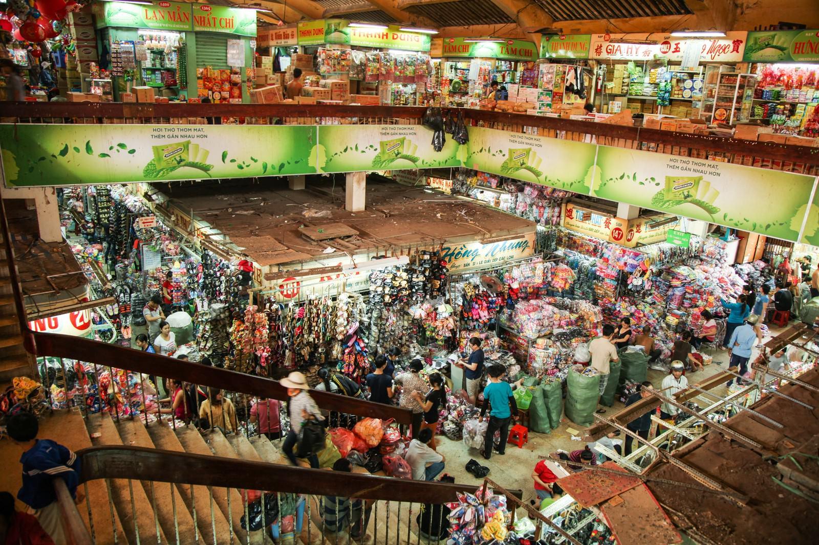 「ベトナム(ホーチミン)の密集した小売施設」の写真