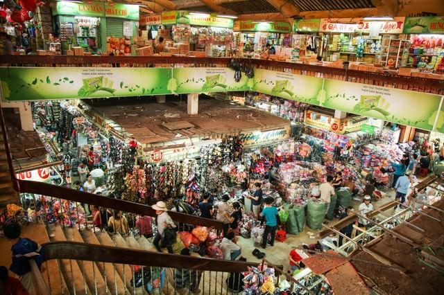 ベトナム(ホーチミン)の密集した小売施設の写真