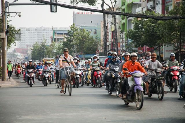 ものすごい数のバイクの列(ベトナムホーチミン)