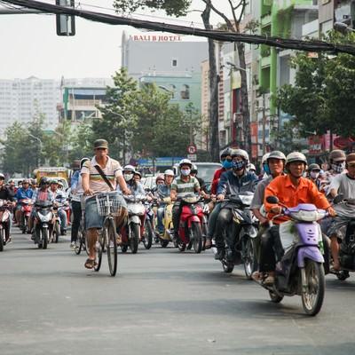 「ものすごい数のバイクの列(ベトナムホーチミン)」の写真素材
