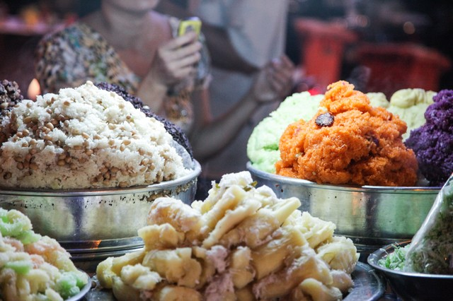 ベトナムのナイトマーケット市場の写真