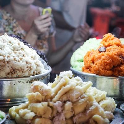「ベトナムのナイトマーケット市場」の写真素材
