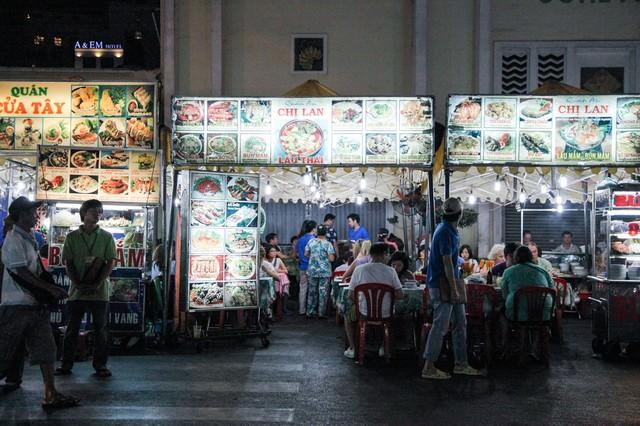 ベトナム料理が食べられる屋台村の写真