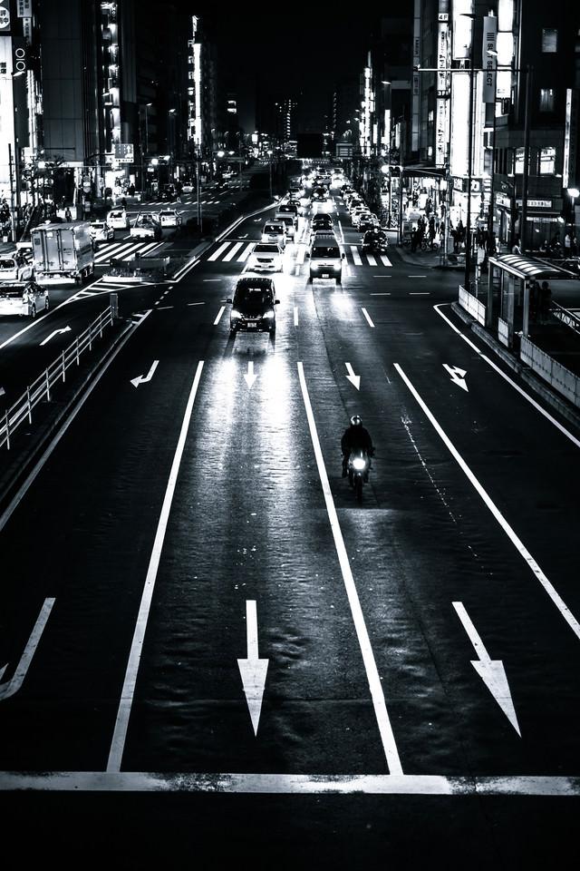 夜の交通の写真