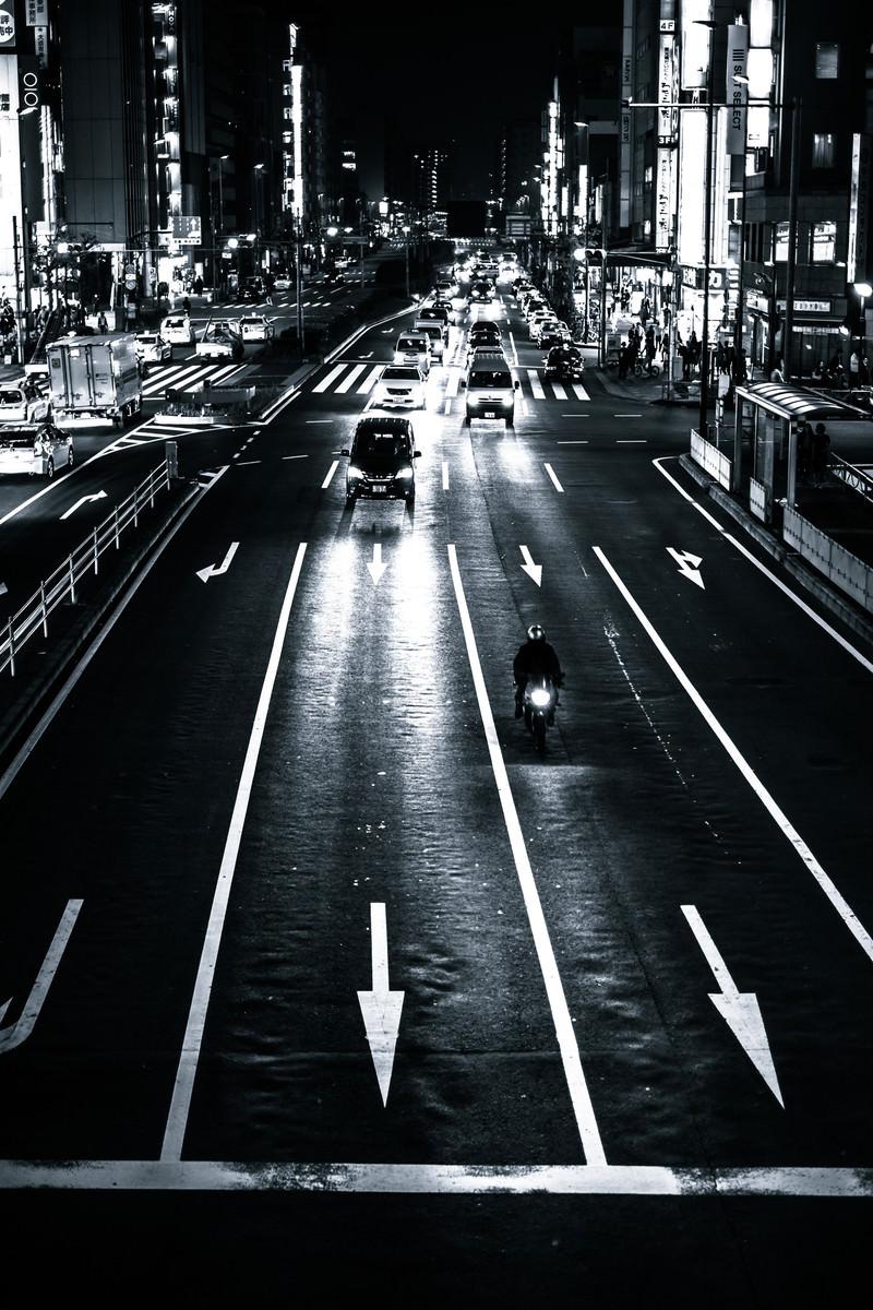 「夜の交通」の写真