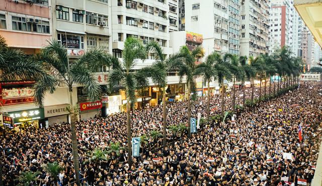 数百万人の大規模デモ(香港)の様子の写真