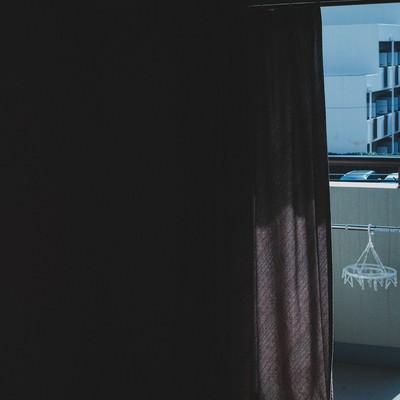 「単身赴任、ワンルームからの外」の写真素材