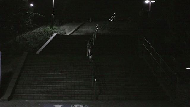 「公園の階段(深夜)」のフリー写真素材