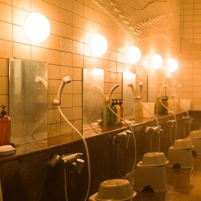 「浴場(鏡とシャワー)」の写真素材