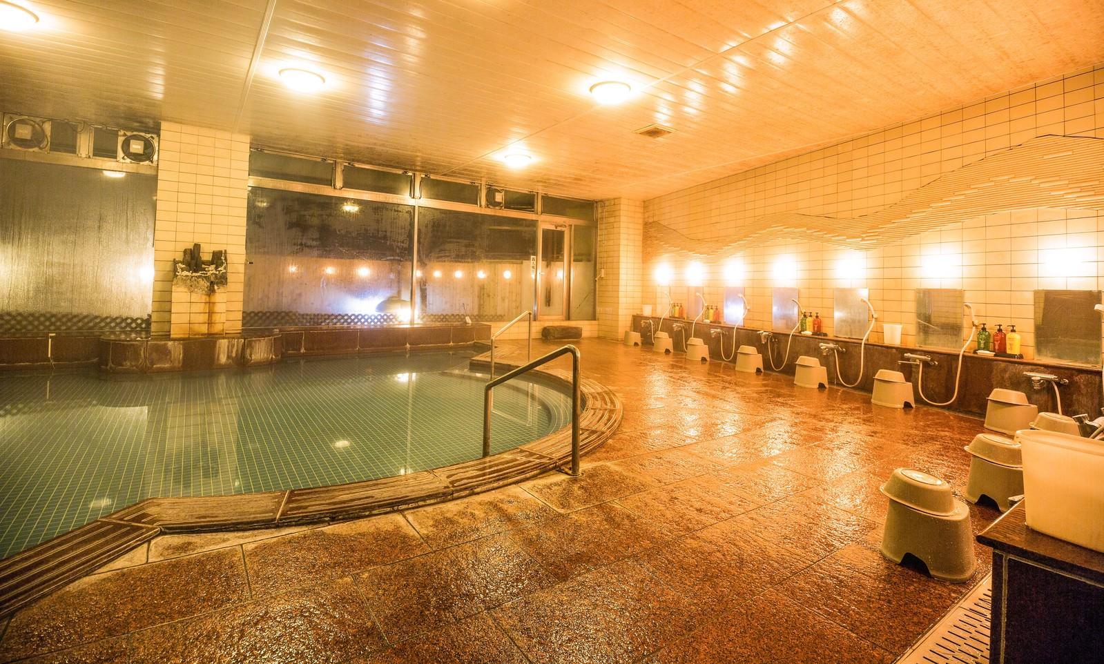 「旅館の大浴場旅館の大浴場」のフリー写真素材を拡大