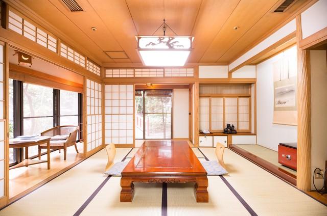 落ち着きのある旅館の和室(客室)の写真