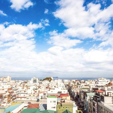 「伊東の海と街並み」の写真素材