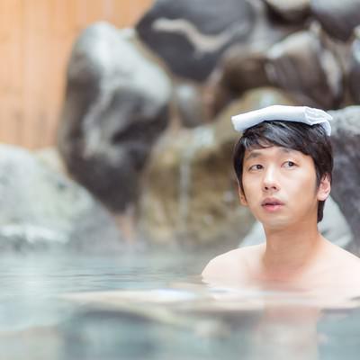 「女湯の様子が気になる下心満載の自称紳士」の写真素材