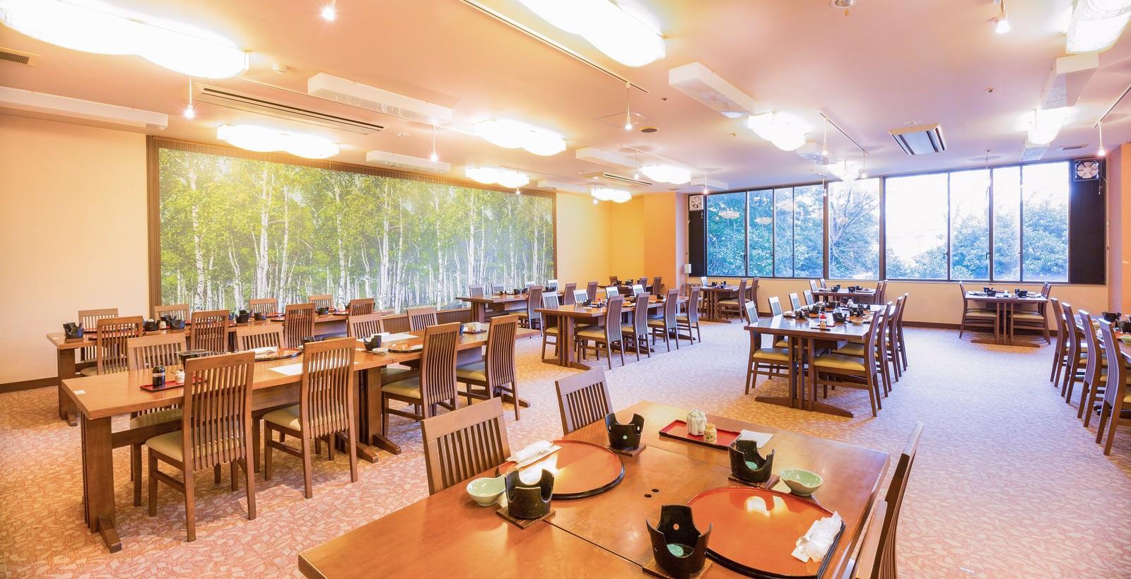 「食事会場食事会場」のフリー写真素材を拡大