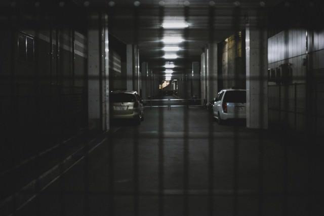 深夜の駐車場の写真