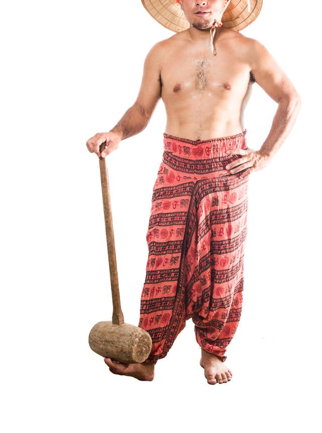 木槌を操る民族さんの写真