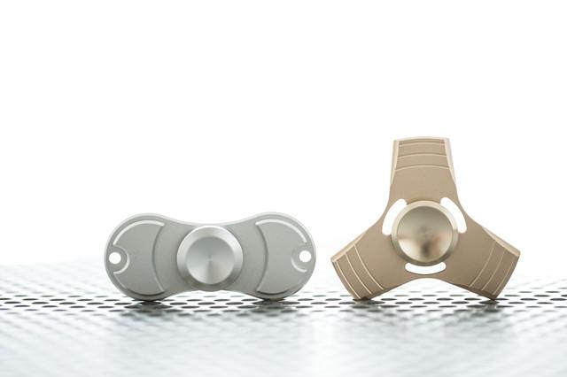金属の指スピナー(ハンドスピナー)の写真