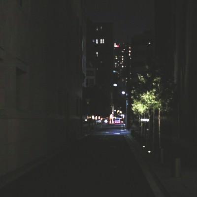 「寝静まったビル街」の写真素材
