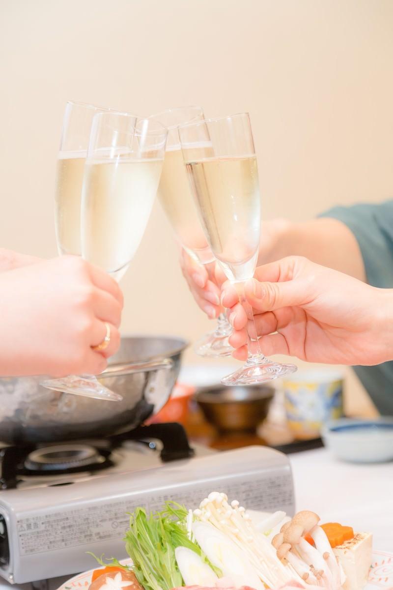 「旅館の鍋料理と乾杯旅館の鍋料理と乾杯」のフリー写真素材を拡大