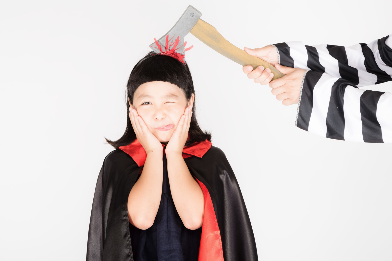「脳天直撃テヘペロ少女」の写真[モデル:ゆうき]