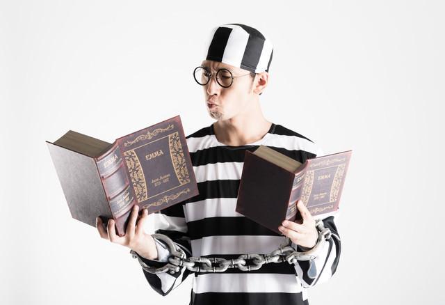 刑務所の中で資格を取得する模範囚の写真