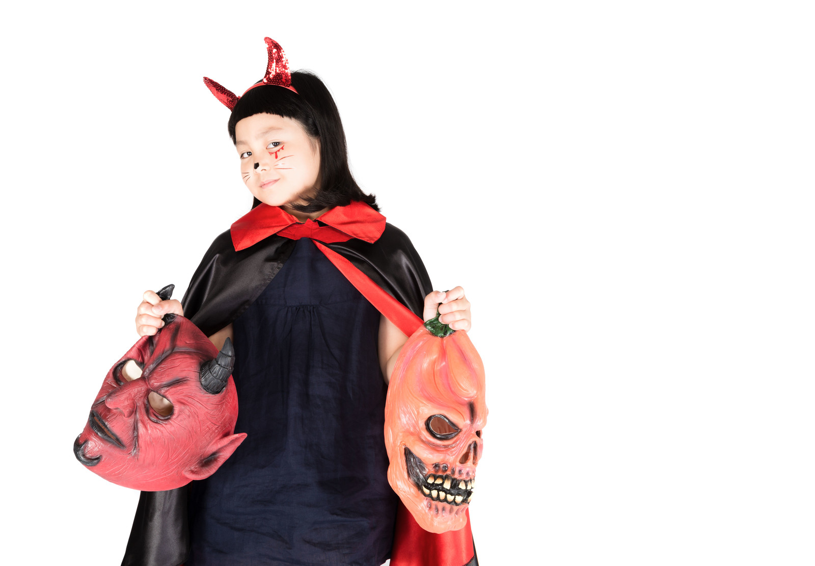 「娘がハロウィン用のマスクを提案してくる」の写真[モデル:ゆうき]