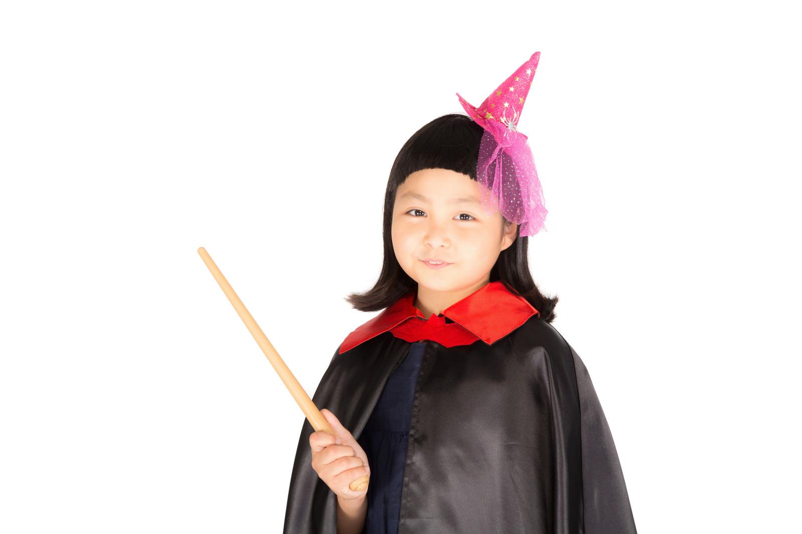 「前髪パッツンの魔法使い少女」の写真[モデル:ゆうき]