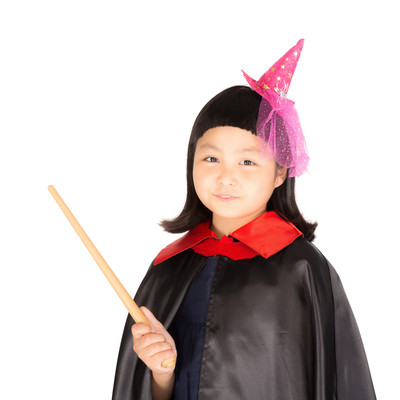 「前髪パッツンの魔法使い少女」の写真素材