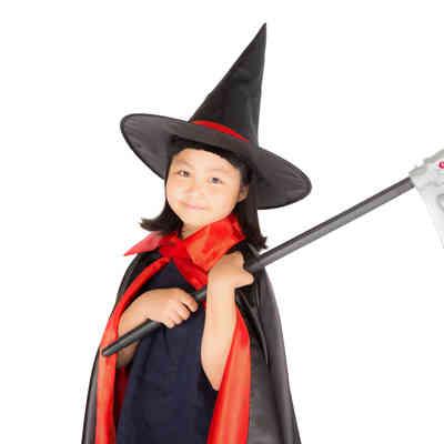 「ニッコリスマイルの魔女っ子」の写真素材