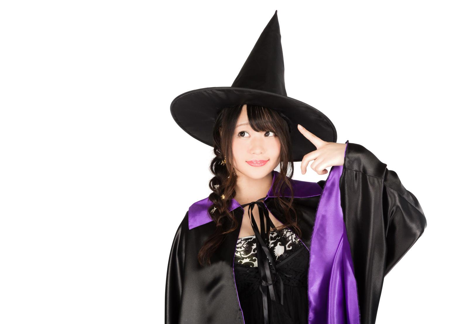 「とんがり帽子の黒魔道士(美女)とんがり帽子の黒魔道士(美女)」[モデル:茜さや]のフリー写真素材を拡大