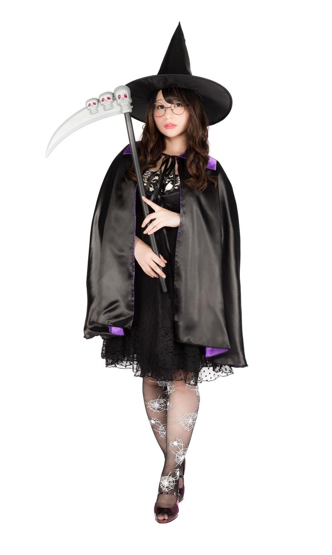 「ハロウィンにヴィレヴァンで揃えた魔法使いグッズを着こなすグラビアアイドル(女性用)」の写真[モデル:茜さや]