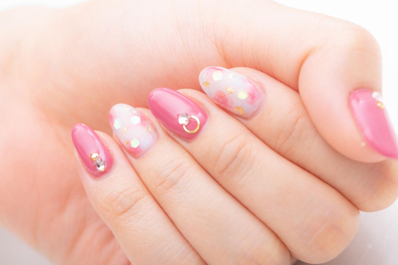 「ピンクネイルカラー」
