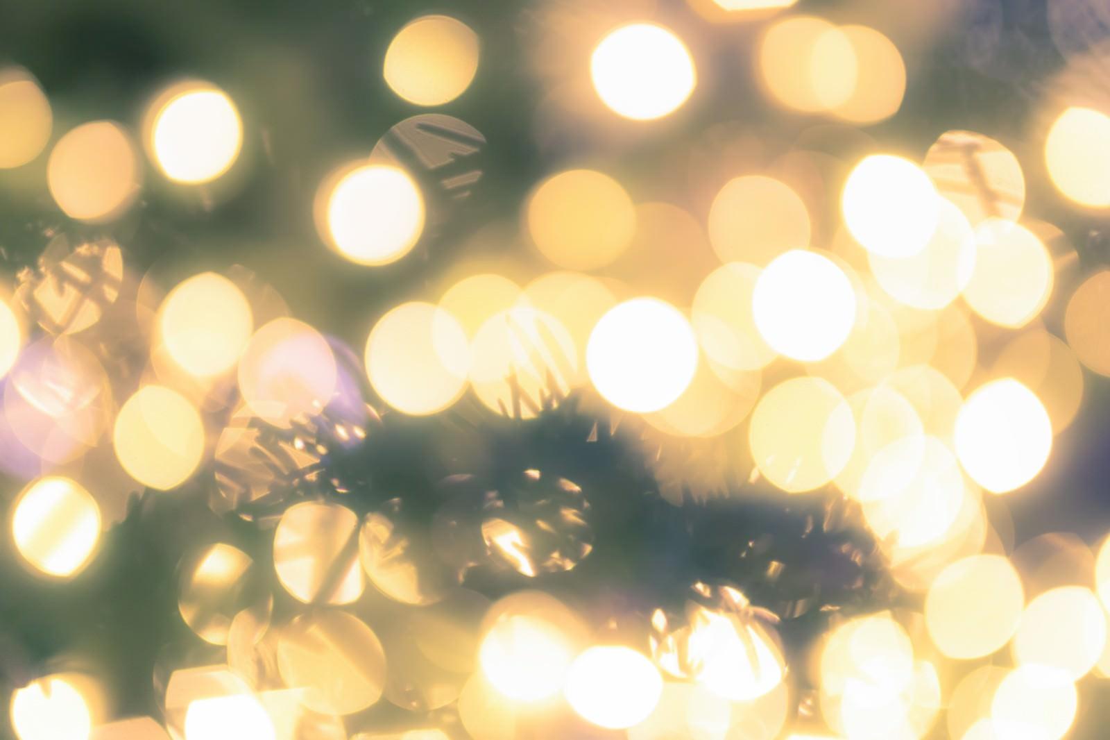 「クリスマスツリーとイルミネーション」の写真