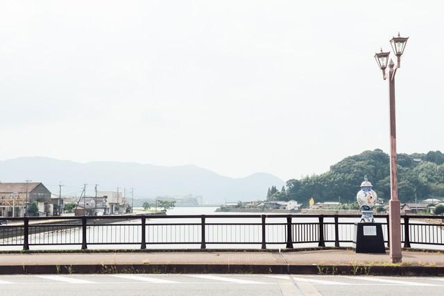 伊萬里津大橋と大壷の写真