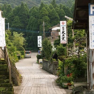 「秘窯の里「大川内山」と坂道」の写真素材