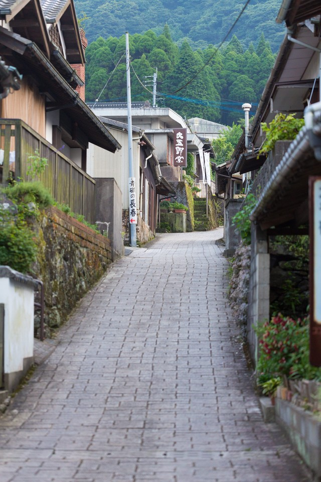 伊万里市大川内山の坂道の写真