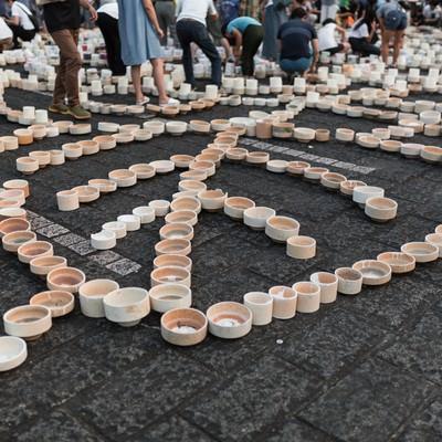 「多くの人で賑わうボシ灯ろうまつり」の写真素材