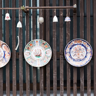 「海のシルクロード館の前にある伊万里焼(皿)」の写真素材