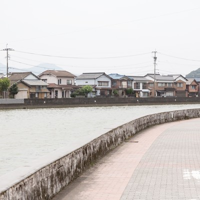 「伊万里川と住宅街」の写真素材